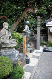 Yanaka-Cemetery-and-Ueno-Park-Tokyo-10