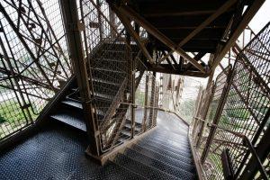 124887-849x565-eiffel_steps